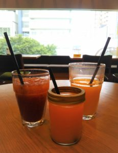 ケヤキカフェいちごジュースとオレンジジュース